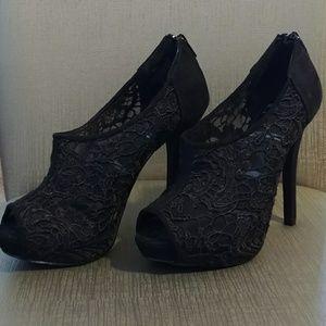 Black flower lace heel shoes